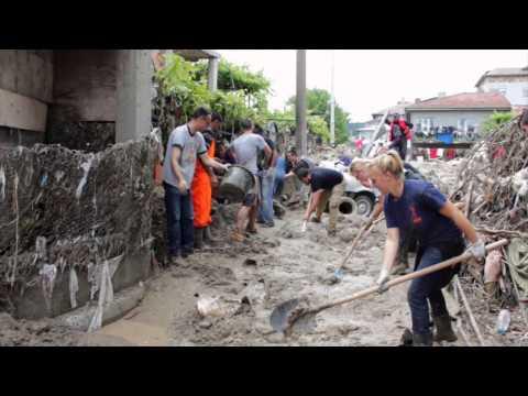 Asparuxovo   Volunteering after the flood