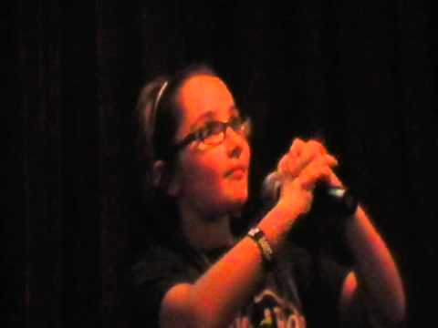 zoe alexa singing sweet child of mine by gnr at hamburger marys