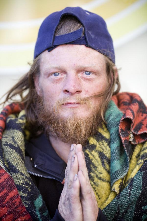 CASH4NEEDS$CAMPAIGN DESTROY POVERTY HOMELESS MEN PHOTO