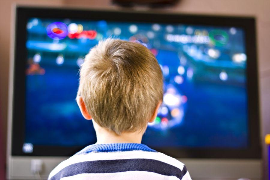¿Cómo evitar que los niños copien la violencia televisiva?