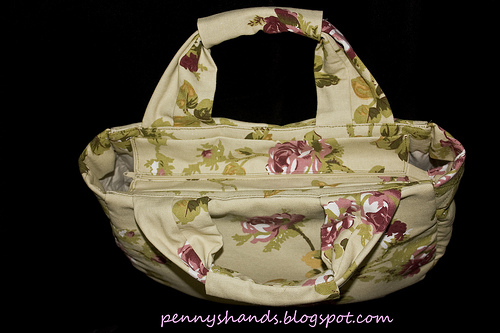 Tote with recessed zipper