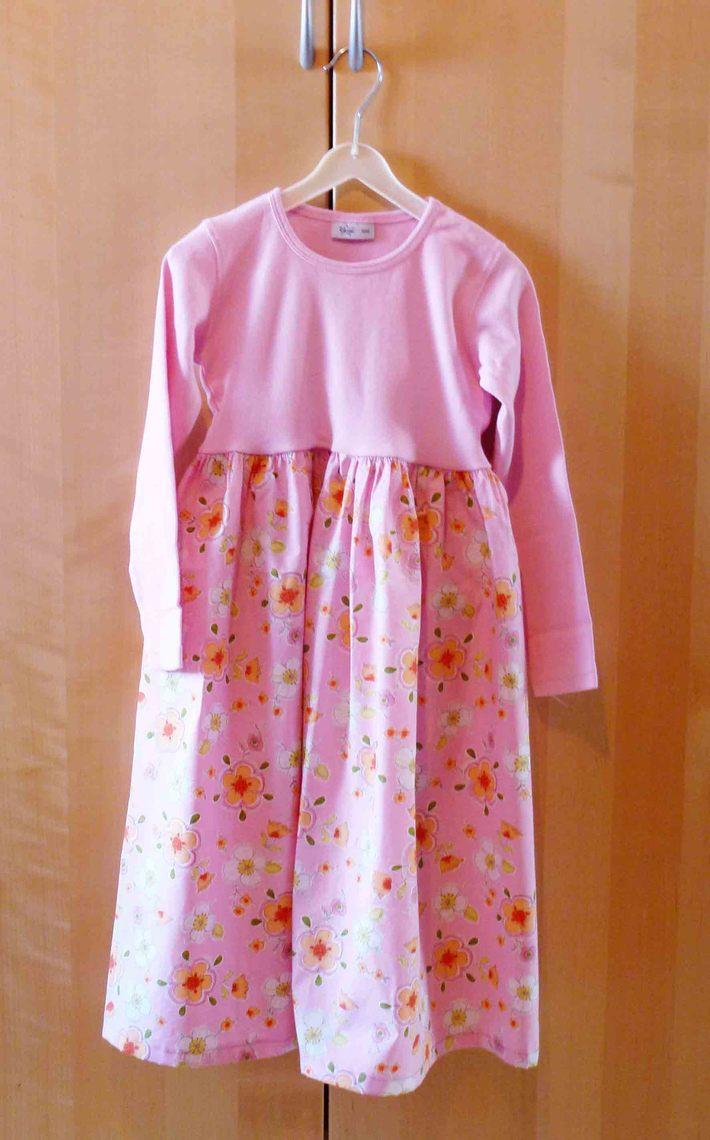 Upcycled Sweatshirt to Girls Flowery Dress