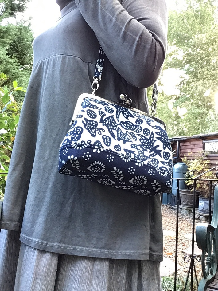 Classic Frame Satchel with big bobble frame