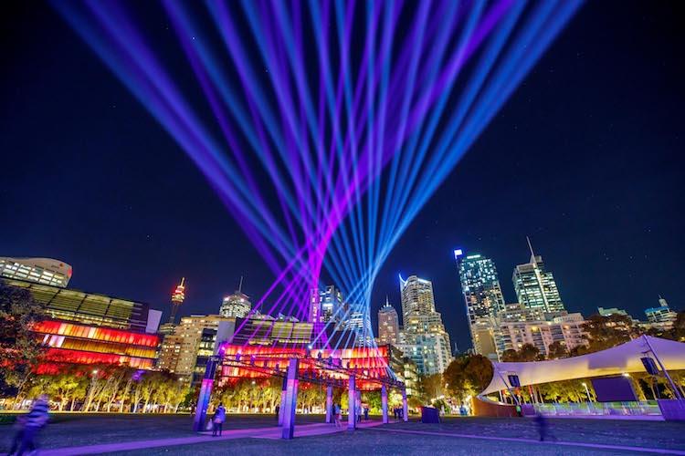 ავსტრალია, სიდნეი, სიდნეის ფესტივალი, სიდნეის სინათლის ფესტივალი, სინათლის ფესტივალი, განათება, ნათება, ღამის სიდნე, ღამის ფესტივალი, ვივიდი, ქველი, ბლოგი, Qwelly, blog, festival, art, Vivid, Sydney, Colorful, Light, Installations, Bigger, Brighter