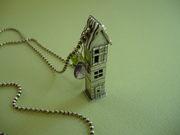 tutor house necklace