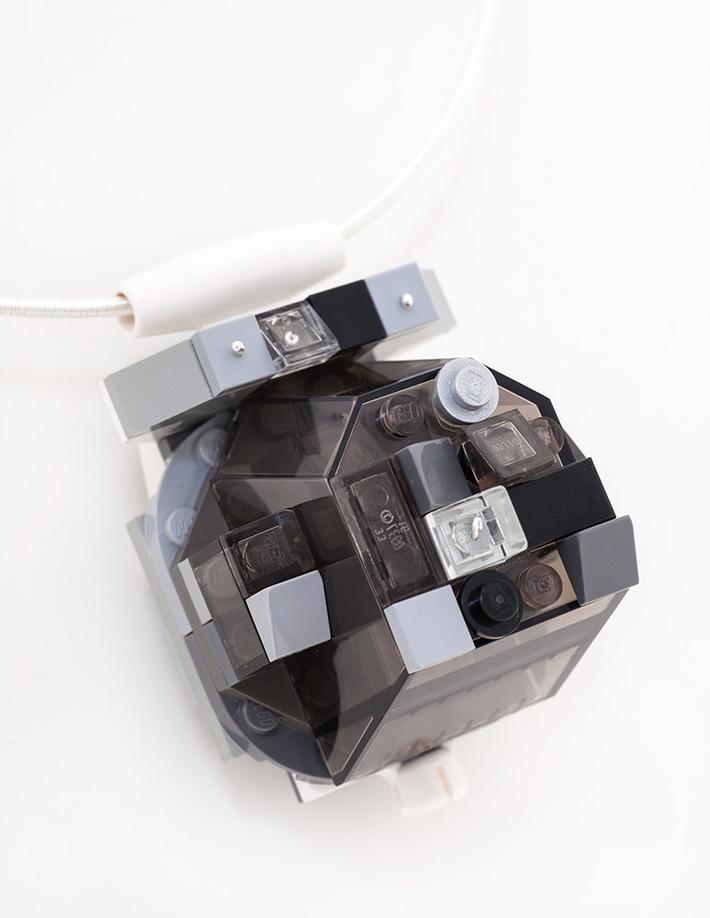 oye-LaReine-black-pendant-detail2W