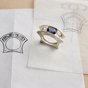 Cold connection ring with Iolite