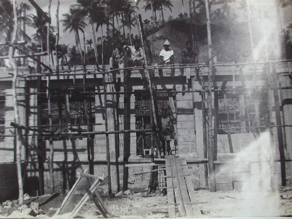 02 The construction of Buakonikai church. Early 1970s