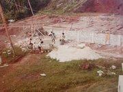 16 The building of Talatala's house. Buakonikai 1980s
