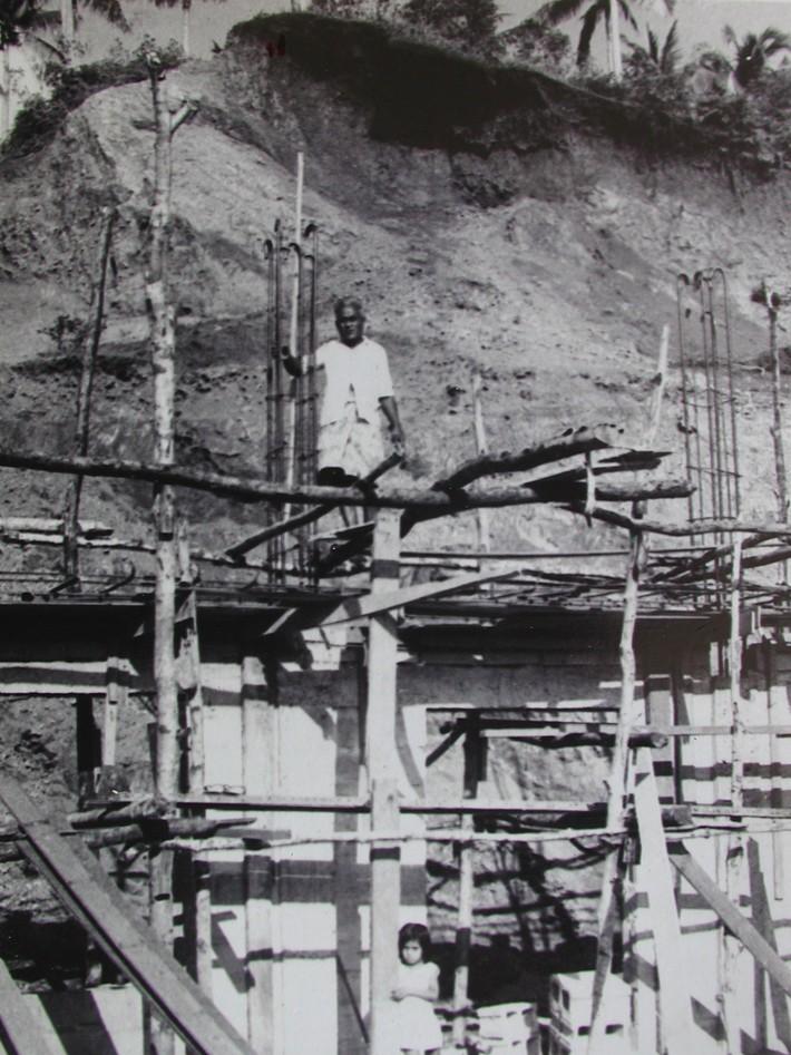 03 The construction of Buakonikai church. Early 1970s