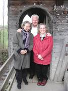 Dscn5888(Berit,Albert & Eleanor at covered bridge)20-10-0S