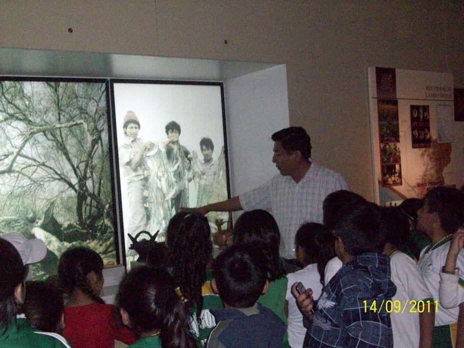 Investigando cultura Sicán en museo nacional de Sicán.