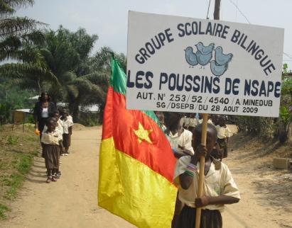 Défilé par les eleves du GSBP de Nsape , Douala