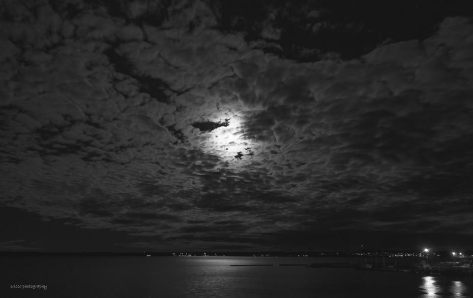 Supermånen i tunna cirrus