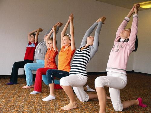Kinder-Yoga_bei_Yoga-Vidya_116