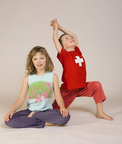 Kinder-Yoga_bei_Yoga-Vidya_134