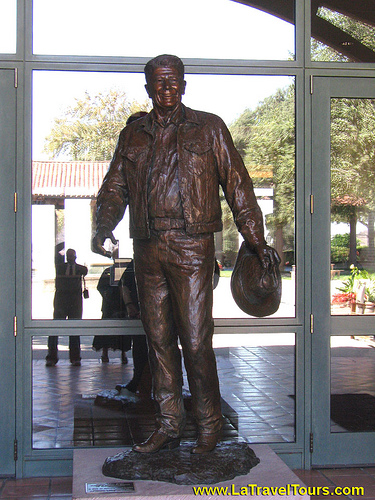 Ronald Reagan Statue Library