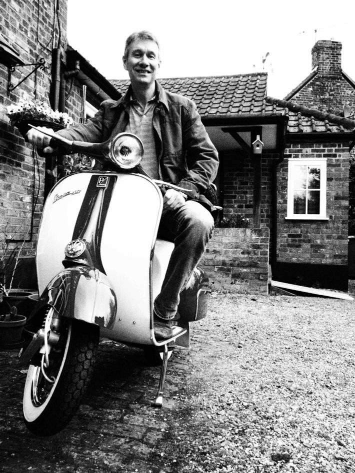Ian scooter bw