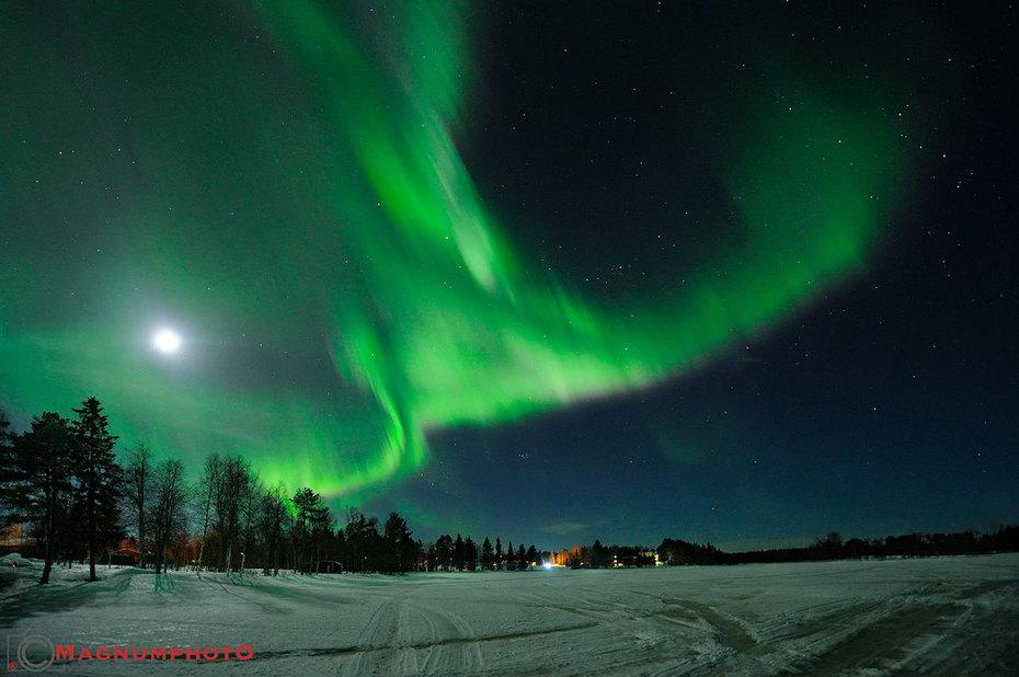Norrsken i månsken över Moskosel den 16 mars 2016