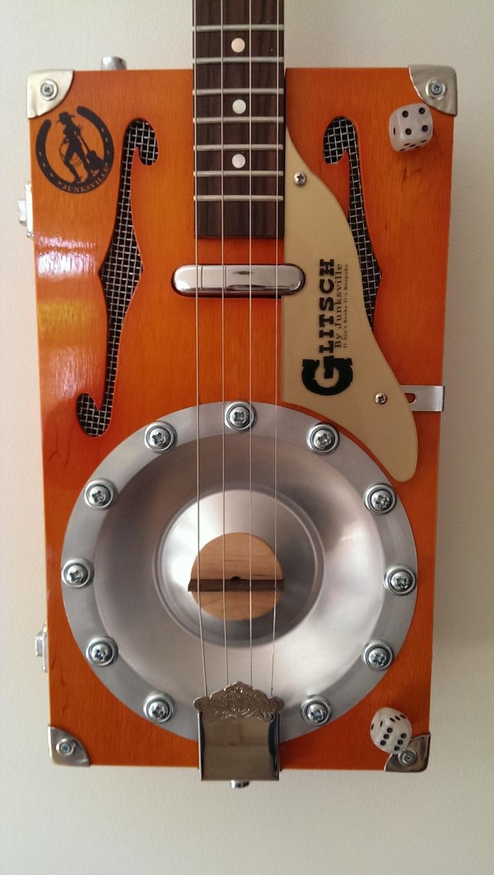 THE GLITSCH MK2 GRETSCH STYLE RESONATOR CIGAR BOX GUITAR BY JUNKSVILLE