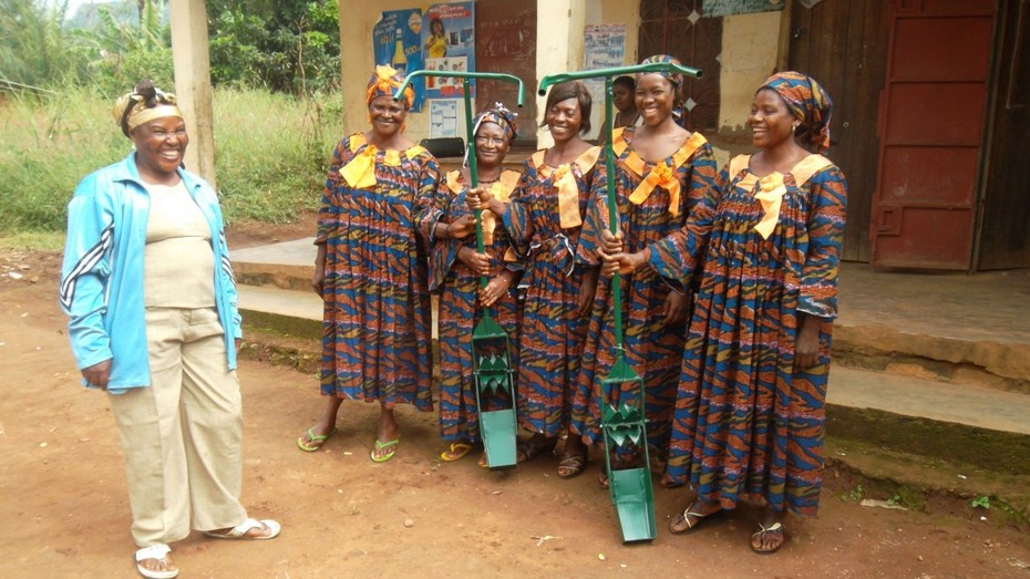 Ake Women: new weeders