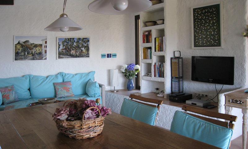Blick vom Essbereich in den Wohnbereich