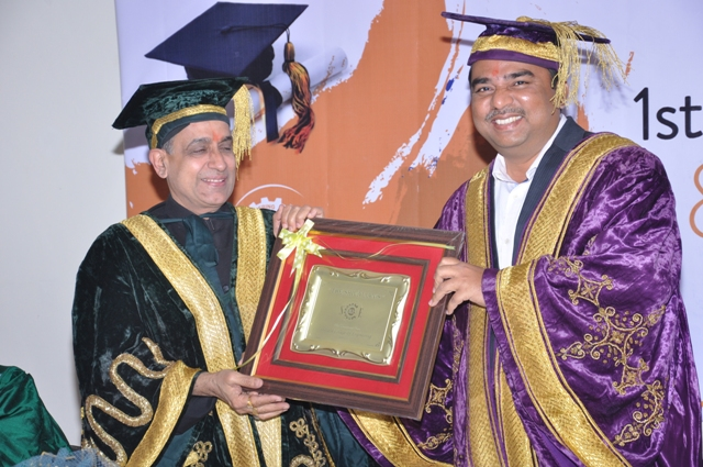 Ravindra Kumar addresses the new graduates as the Chief Guest at the First Convocation of the Shivalik, Dehradun (India) on March 4, 2014 6