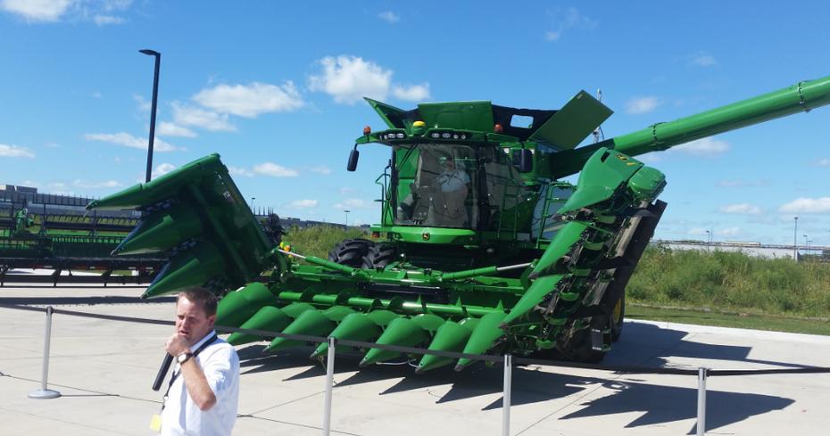 New John Deere 612 Folding Corn Head Introduced.
