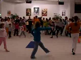 Kinderyoga-Tanzauffuehrung