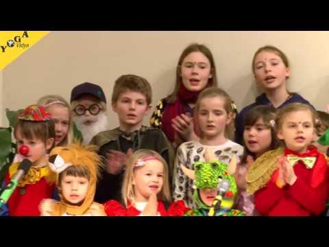 Live Satsang mit einer erzählten Geschichte und Mantrasingen mit Kindern aus einem Kinderseminar bei Yoga Vidya Bad Meinberg