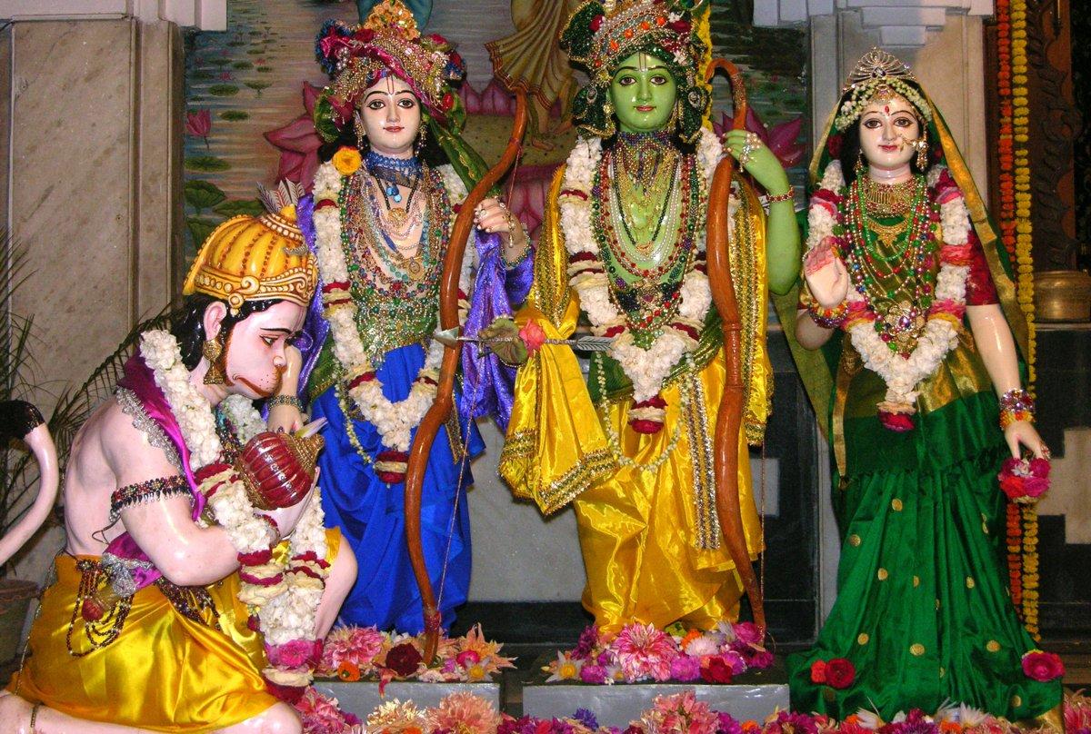Sita, Rama Lakshmana worshipped by Hanuman