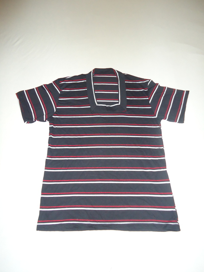 Camiseta Gola Quadrada