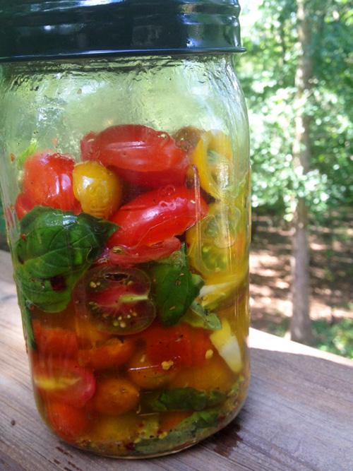 CSA Cookoff: No-Cook Mason Jar Tomato Sauce