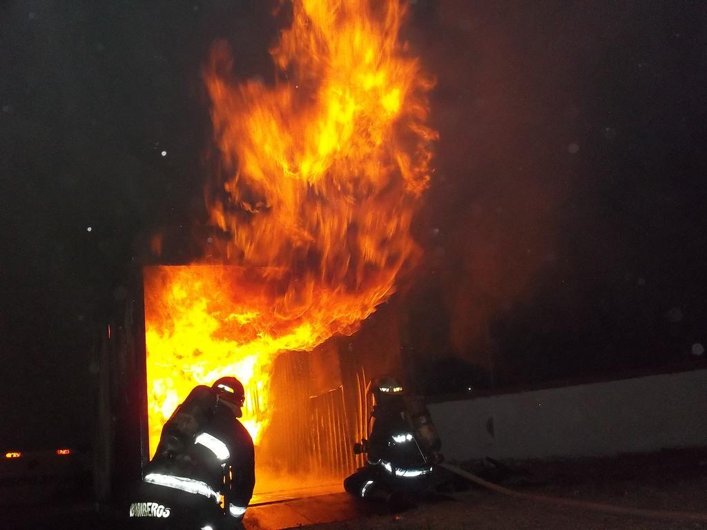 Curso de incendios estructurales ciudad de Allen. (ejercicio nocturno de observación)