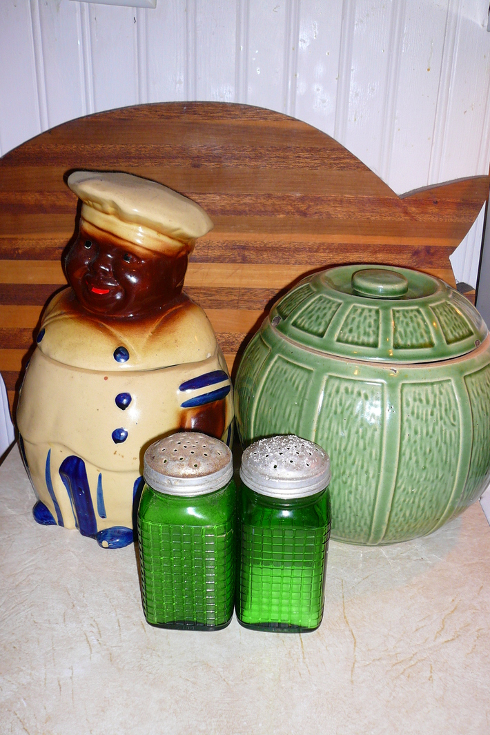 I have a thing for old cookie jars
