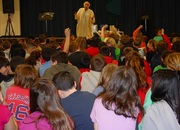 Interacting with students during a performance of Middle Eastern tales
