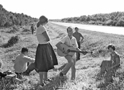 Anya Teixeira (1913-1992) :Coach Breakdown in Russia produces entertainer