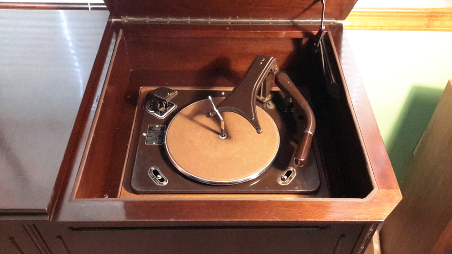 Garrard RC-60 record changer (not original to this radio)