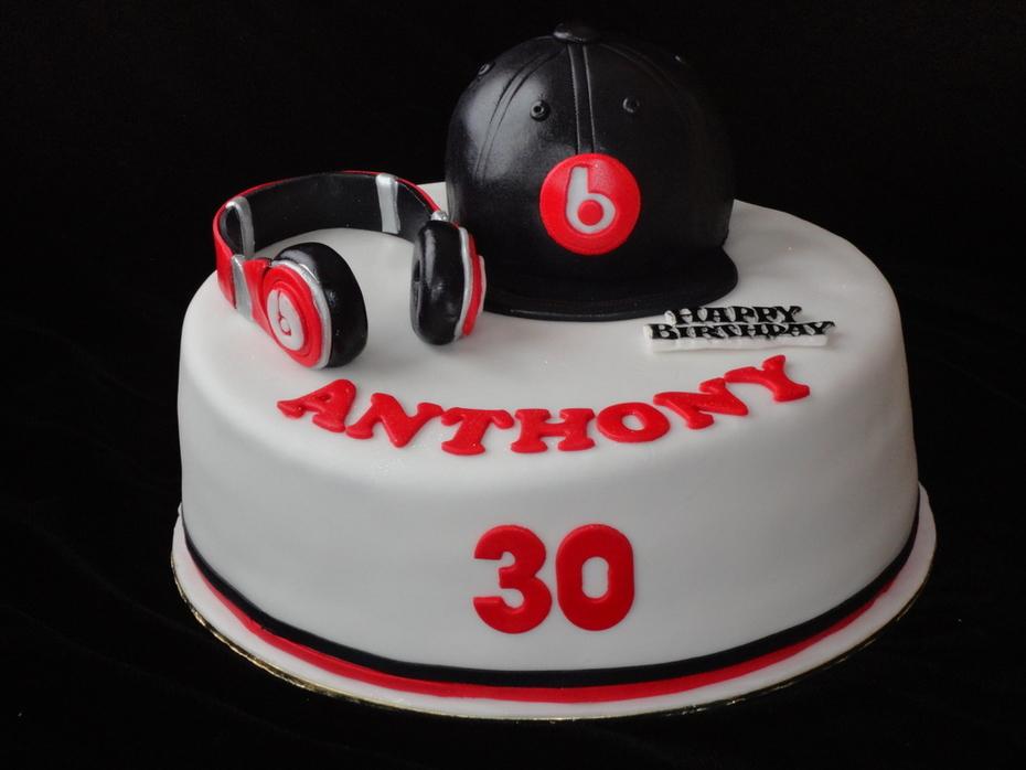 Dr. Dre  headphones and cap cake