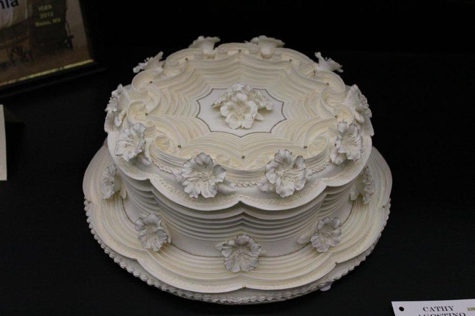 Lambeth Petunia Wedding Cake S713 F