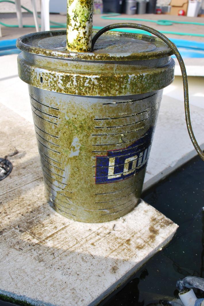Pump set container