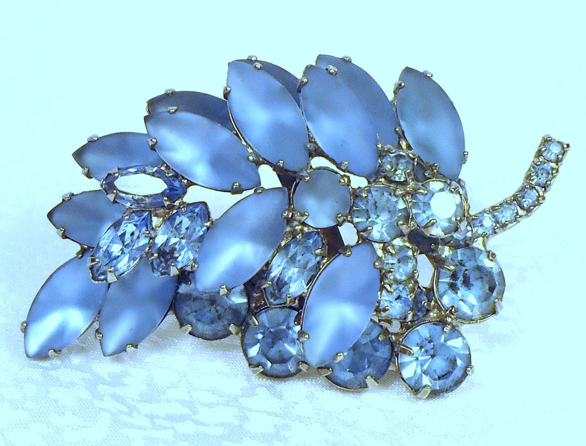 Beautiful Blue Rhinestone Vintage Brooch
