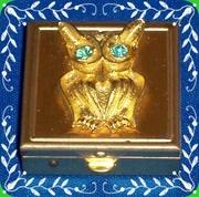 Vintage Owl-Faced gold tone pillbox