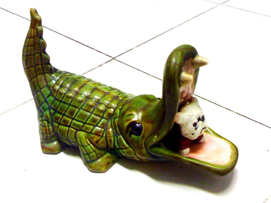 vintage ceramic Florida Gator eats Georgia Bulldog