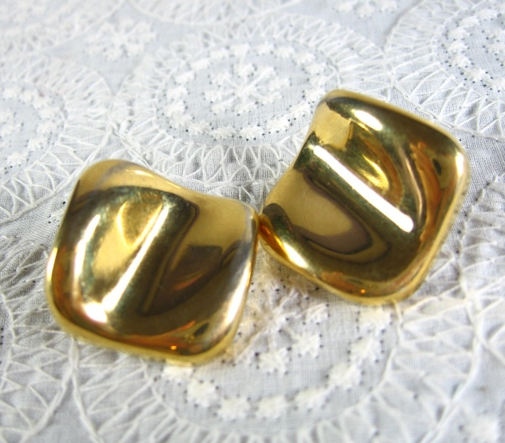 Vintage 1980s MOD Chunky Gold Concave Square Pierced Earrings