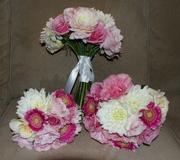 Bride and bridesmaid's spring boquets