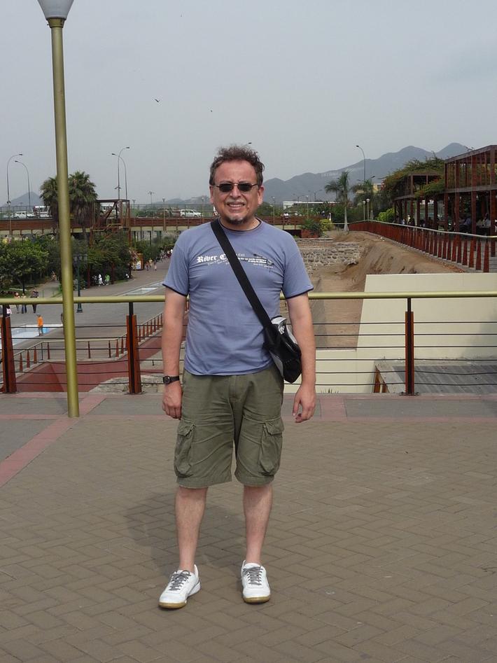 Pedro en el Parque de la Muralla