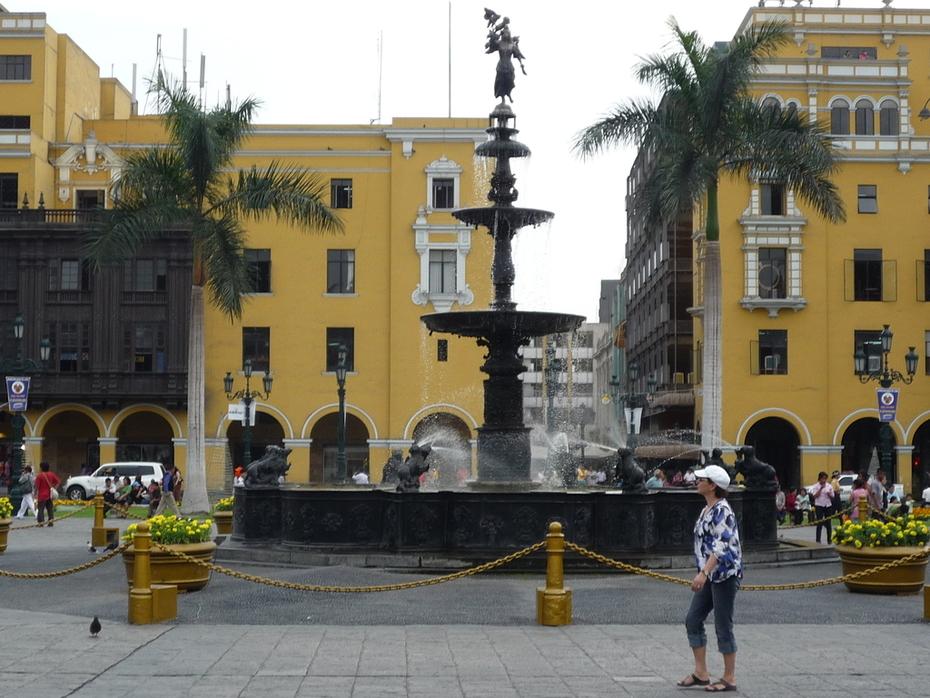 Pileta de la Plaza Mayor de Lima