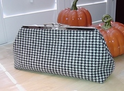 Black and White Hounds Tooth Clutch