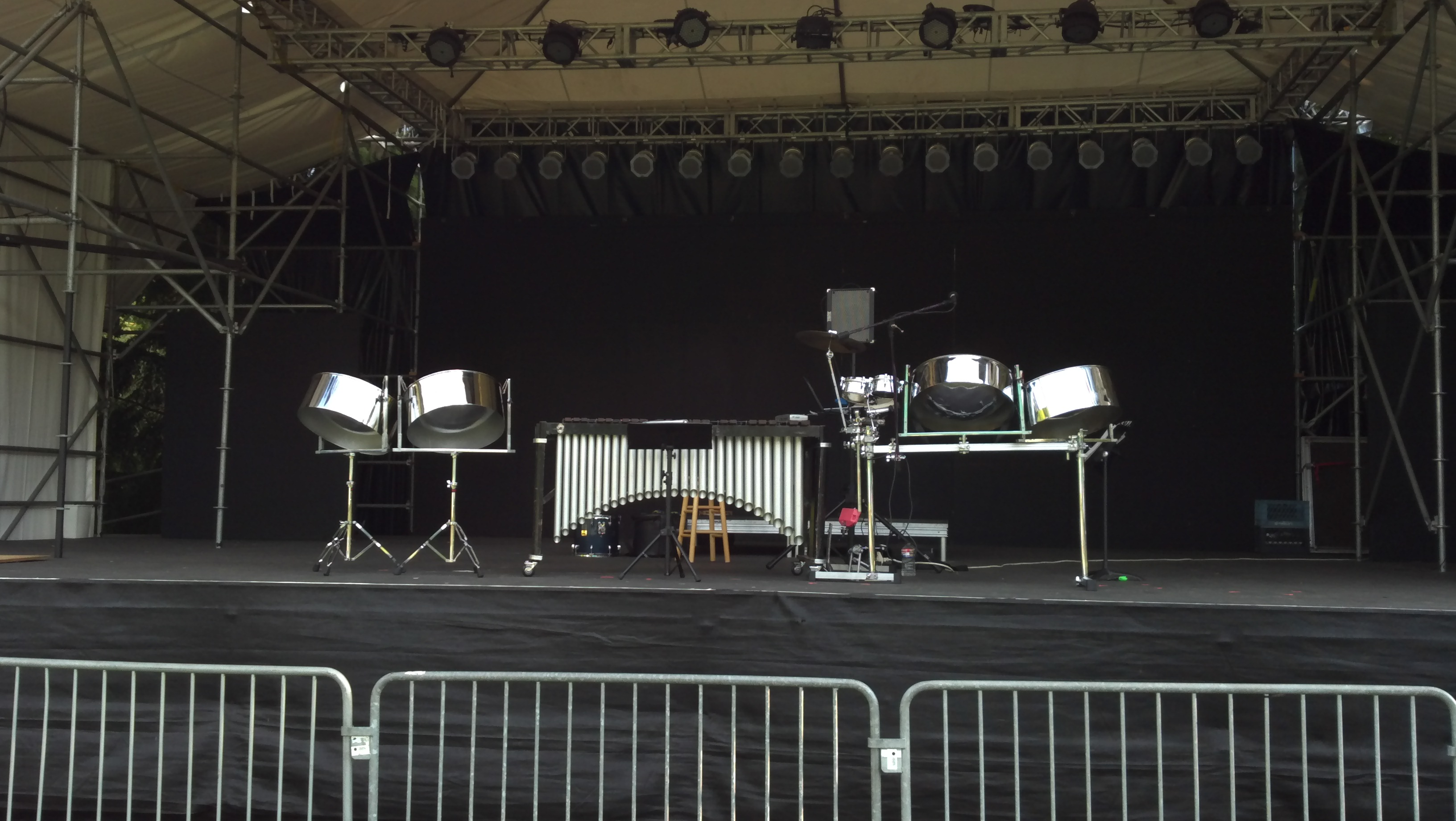 Ian Dobson's Pan Leggo Duo on the Zoo Tunes Stage